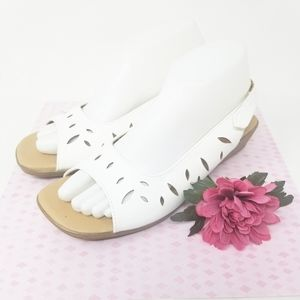 WHITE COMFORT EASE Sandals. Size 8.5